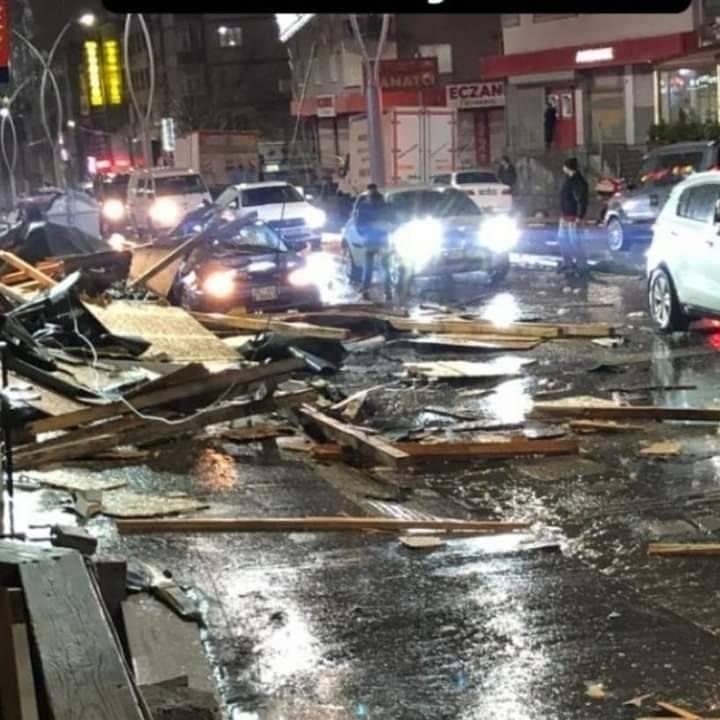Ανεμοστρόβιλος χτύπησε την πόλη της Κωνσταντινούπολης.