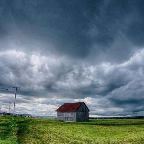Τοπικές βροχές, σποραδικές καταιγίδες και πιθανώς χαλαζοπτώσεις αναμένονται για αύριο Τρίτη.