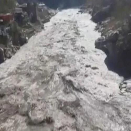 Κατέρευσε τμήμα του παγετώνα των Ιμαλαίων: Φόβοι για 150 νεκρούς