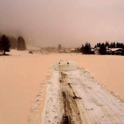 """Το φαινόμενο του """"Orange Snow"""" στις Ιταλικές Άλπεις"""