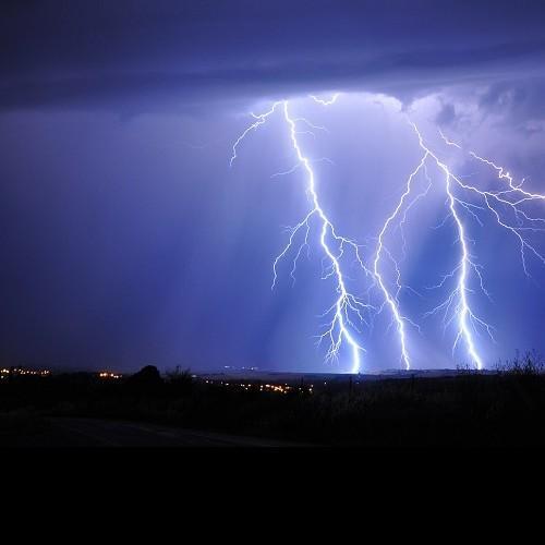 Τοπικά ισχυρά φαινόμενα στα δυτικά, στην Πελοπόννησο, στην Εύβοια και από το απόγευμα στο Αιγαίο.