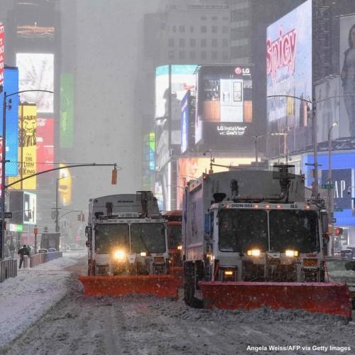 Ισχυρές χιονοπτώσεις στην Νέα Υόρκη σε εξέλιξη. Δείτε μαγικές εικόνες.
