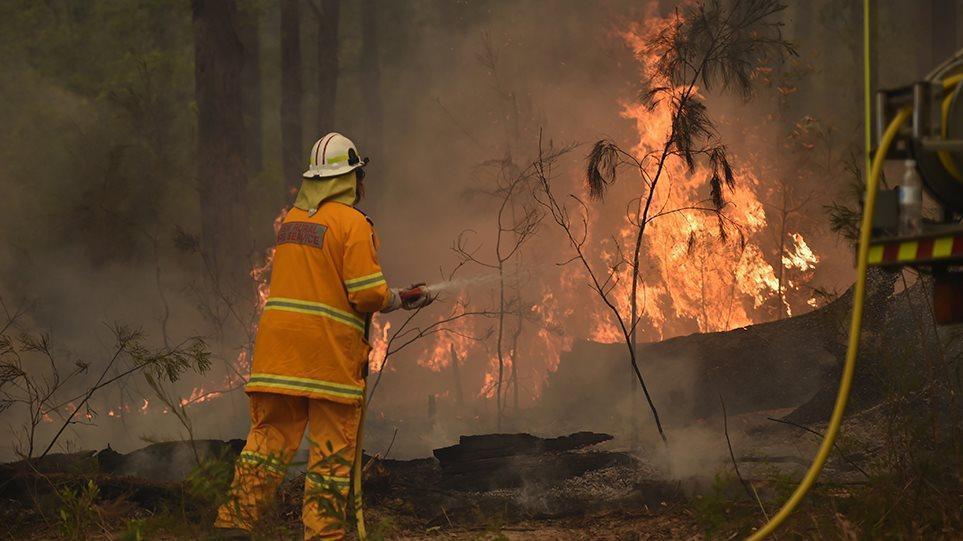 Αυστραλία: Πύρινη κόλαση χωρίς τέλος - Τρεις χιλιάδες έφεδροι στη μάχη μαζί με τους πυροσβέστες.