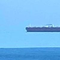 Το «αιωρούμενο πλοίο» φωτογραφήθηκε από την ακτή της Κορνουάλης από περιπατητή