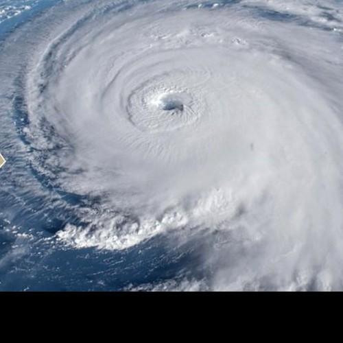 Τροπικοί τυφώνες, αυξάνονται συνεχώς σε πλήθος και μέγθος.