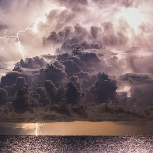 Βροχές και σποραδικές καταιγίδες κατά τόπους ισχυρές