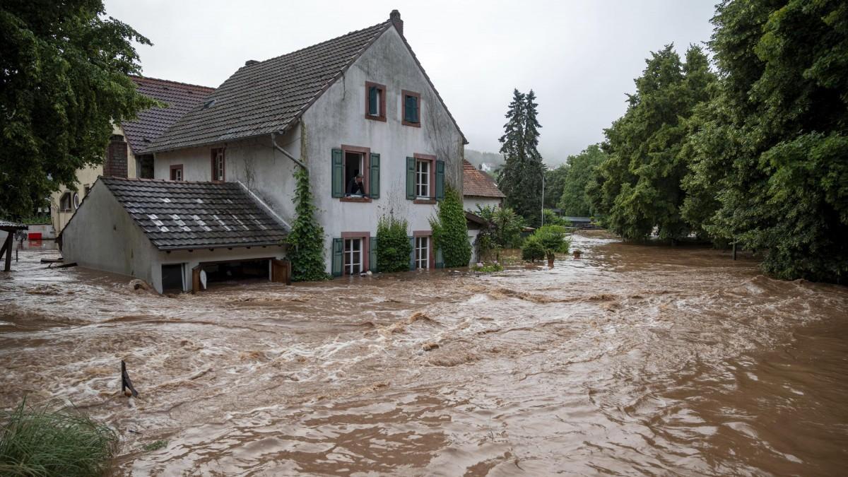 Τουλάχιστον 1.300 αγνοούμενοι από τις πλημμύρες στην Γερμανία.